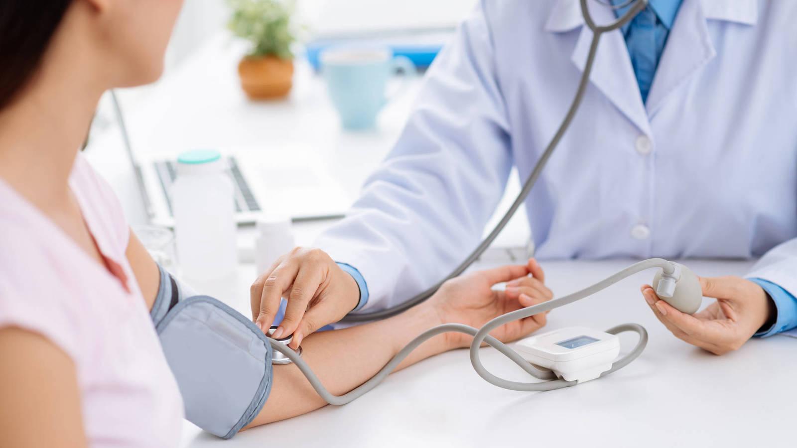¿Por qué se debe cuidar la presión arterial?