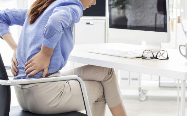 Cuida tu postura y evita dolores de espalda en el trabajo
